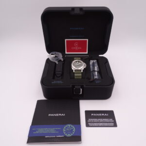 panerai submersible green steel 1055 pam 8015